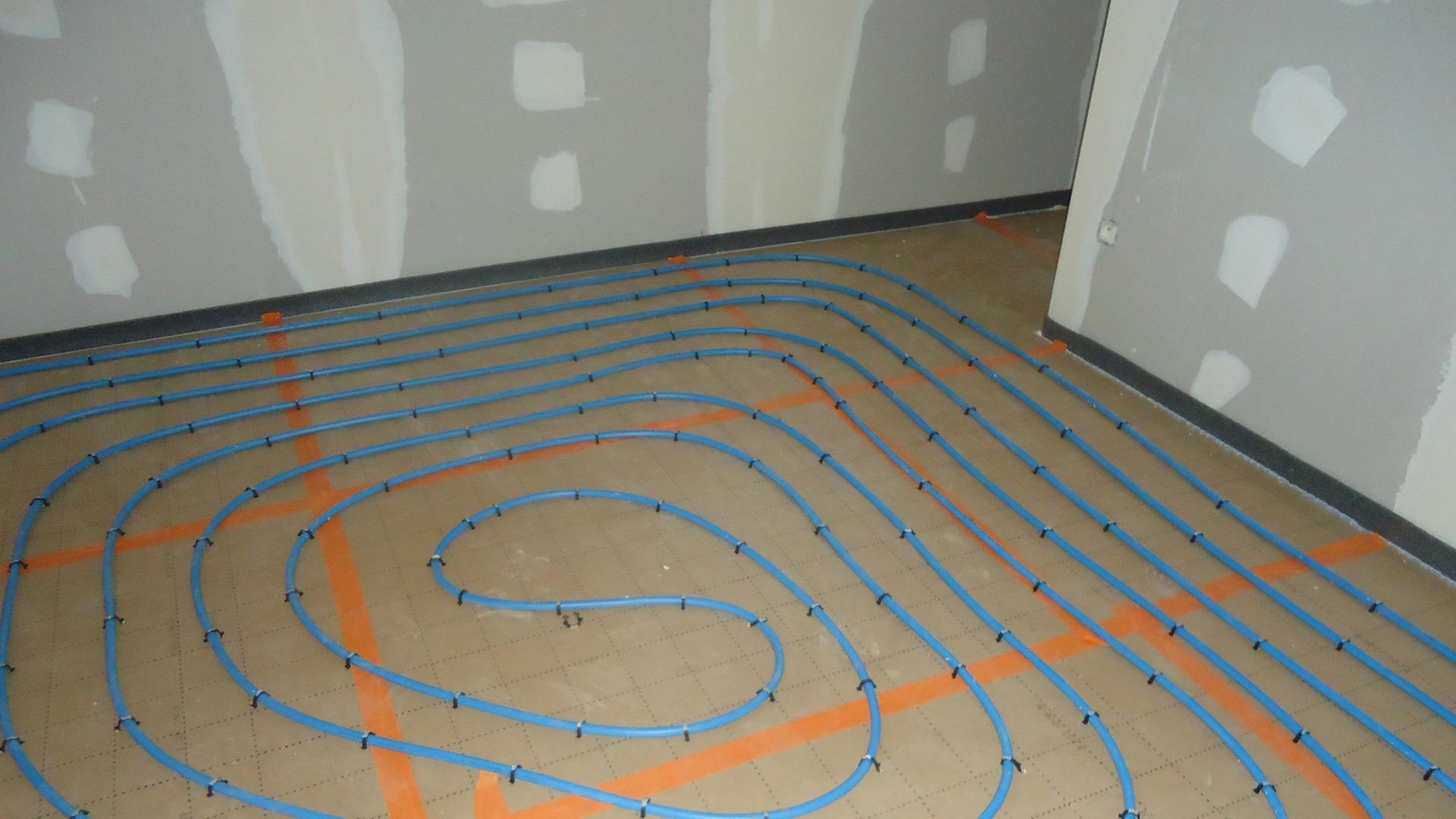 La vie d 39 un chantier de construction maison habitat libre for Plancher chauffant hydraulique